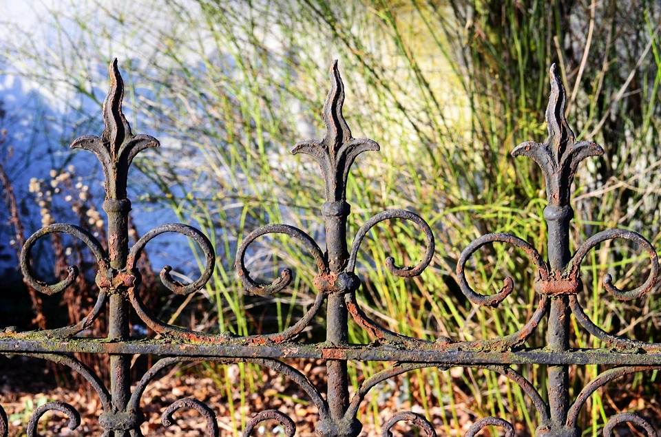 sửa chữa hàng rào sắt